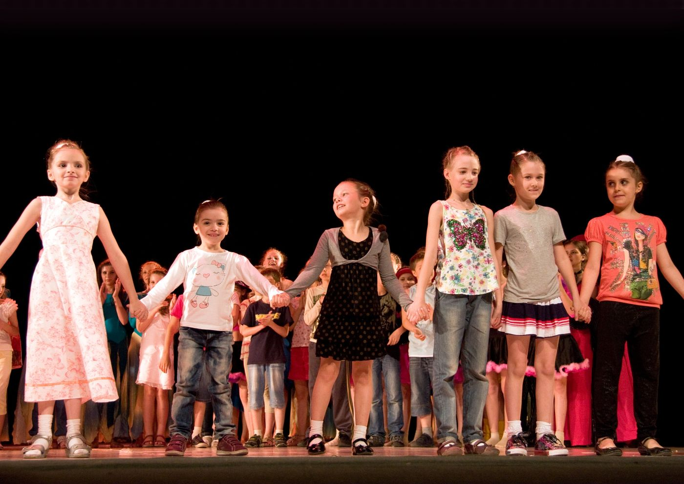 DNEPROPETROVSK,UKRAINE - JUNE 5, 2012 - School-theatre of Modern dance POTOKI. Summer Entertainment (Polyphony).Awarding of little artists on a stage of the local theatre.