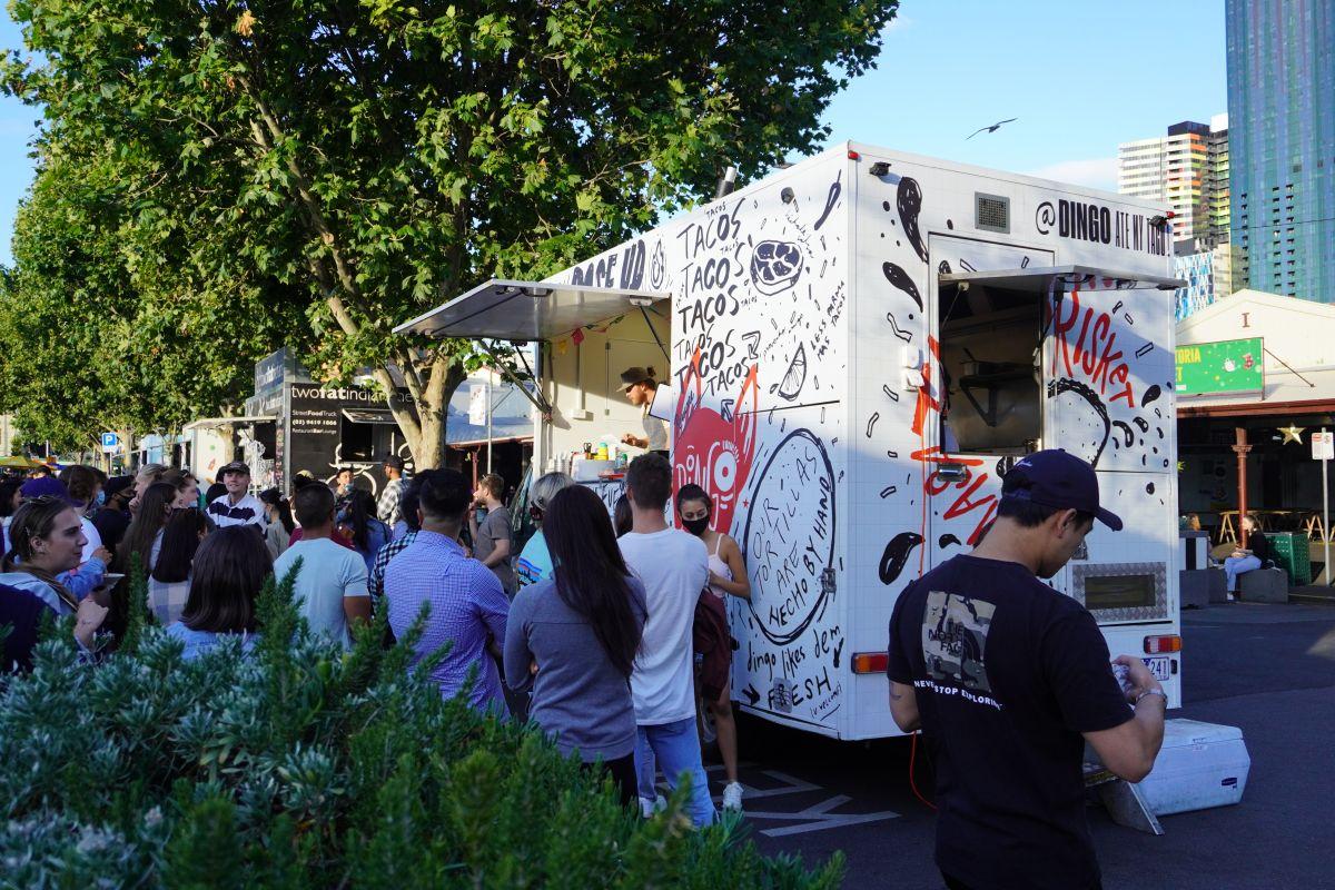 festive truck stop queen vic market2