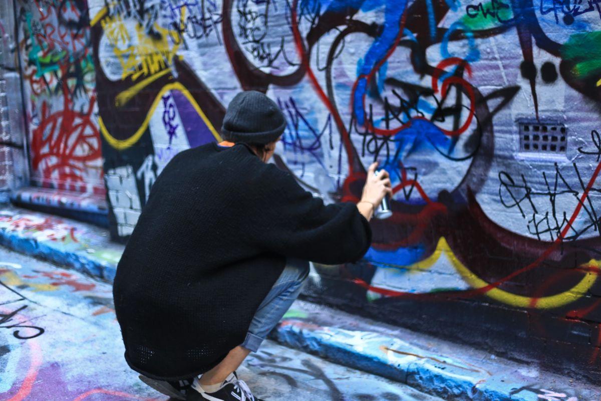 graffitti lane melbourne city-min